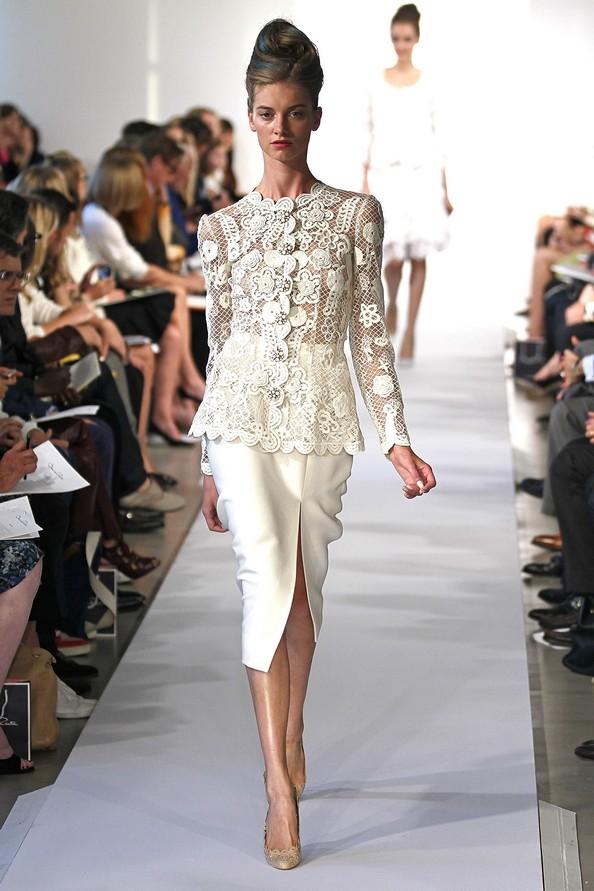 Оскар де ла Рента (Oscar De La Renta) с весенней коллекцией на следующий год на Mercedes-Benz Fashion Week в Нью-Йорке. Фото: Peter Michael Dills/Getty Images