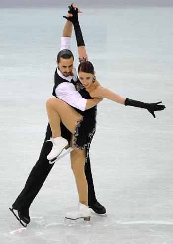 Федеріка Файелла/Массімо Скаллі (Італія) виконують обов'язковий танець. Фото: JOE KLAMAR/AFP/Getty Images