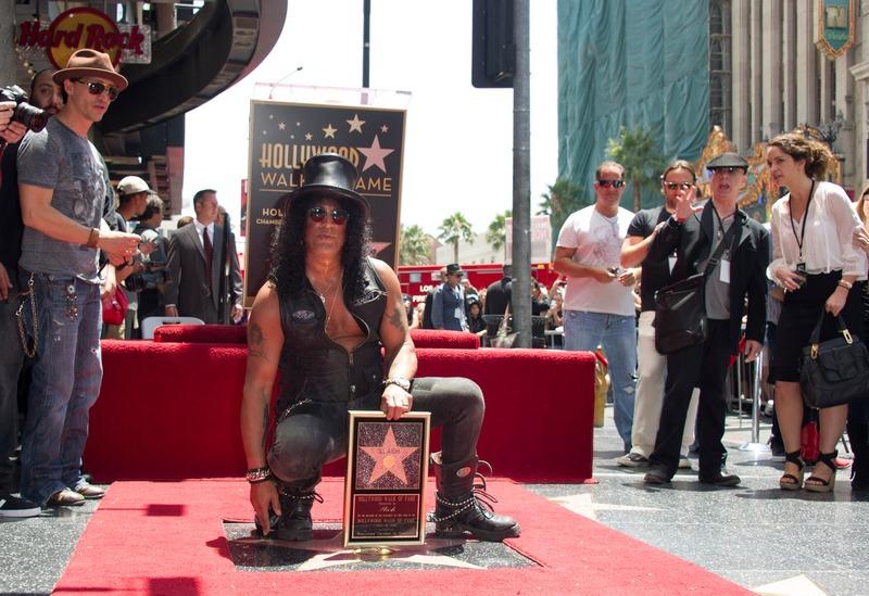 Лондон, Англия, 10 июля. Звезда музыканта Slash появилась на «Аллее славы» в Голливуде. Фото: JOE KLAMAR/AFP/GettyImages