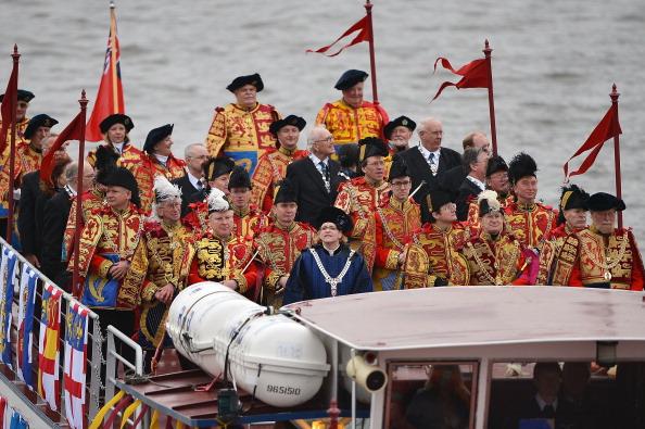 Её Величество Королева Елизавета II празднует 60-ю годовщину своего восшествия на престол. Лондон, Англия. 03 июня 2012 года. Фото: Jeff J Mitchell/Getty Images