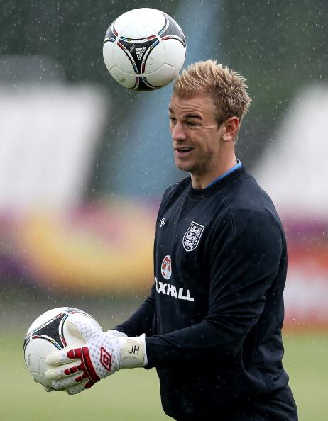 Джо Харт во время тренировки сборной Англии 13 июня 2012 года в Кракове, Польша. Фото: Scott Heavey/Getty Images