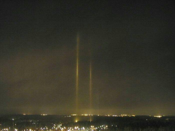 Световые столбы. Фото: planktons.ru