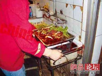 Еду в китайских ресторанах готовят в условиях антисанитарии, а все вопросы с контролирующими органами решаются с помощью взяток