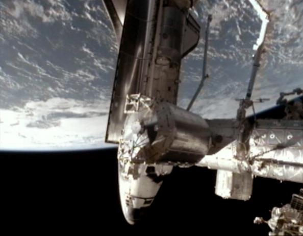 Шаттл «Атлантис» произвел стыковку с МКС. Фото: NASA via Getty Images