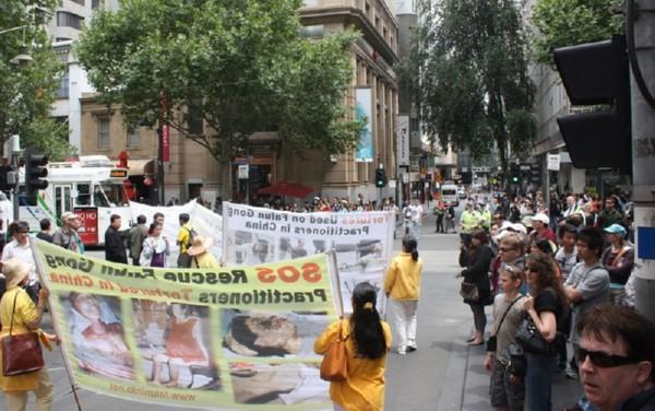 Шествие последователей Фалуньгун. Мельбурн, Австралия. 3 декабря 2009 г. Фото: Чен Мин/ The Epoch Times