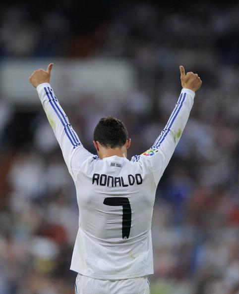 Криштиану Роналду торжествует второй забитый им гол во время матча между Реалом и Алмерией на Сантьяго Бернабеу 21 мая 2011 года, Мадрид, Испания. Фото: Denis Doyle/Getty Images