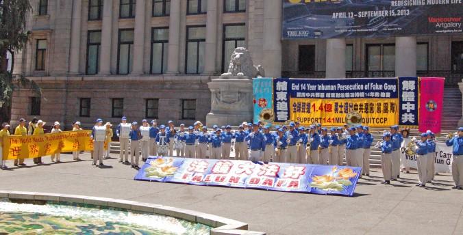 Ванкувер, Канада. День памяти погибших от репрессий практикующих Фалунь Дафа. Фото: Великая Эпоха