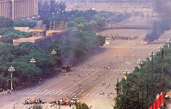 Многочисленные трупы убитых на улицах Пекина. Фото с epochtimes.com