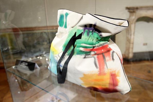 Сумки для Африки - благотворительный аукцион в Милане. Фото Vittorio Zunino Celotto/Getty Images