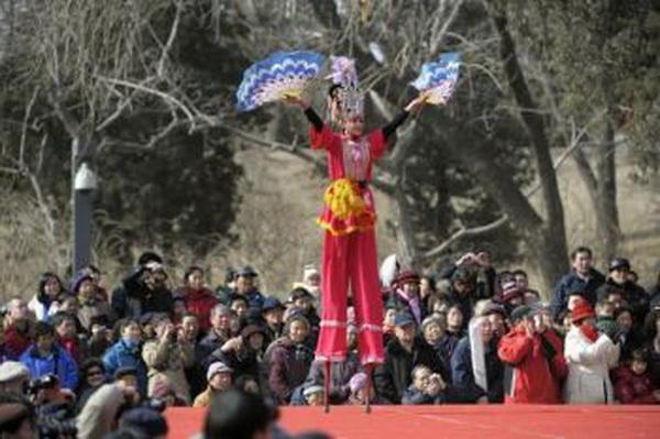 Ходьба на ходулях. Фото: AFP/Getty Images