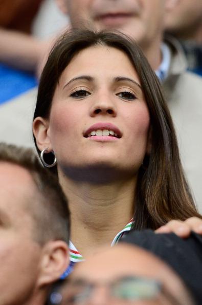Кароліна Маркьяліс, дружина Антоніо Касано з Італії, спостерігає за матчем між Італією та Хорватією 14 червня 2012 р. в Познані, Польща. Фото: Claudio Villa/Getty Images