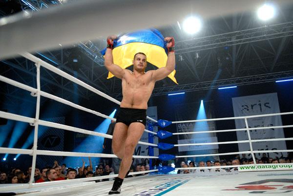 Клубний чемпіонат України зі змішаних єдиноборств M-1 Selection Ukraine 2009 відбувся в Києві 29 листопада 2009 року. Фото: Володимир Бородін / The Epoch Times