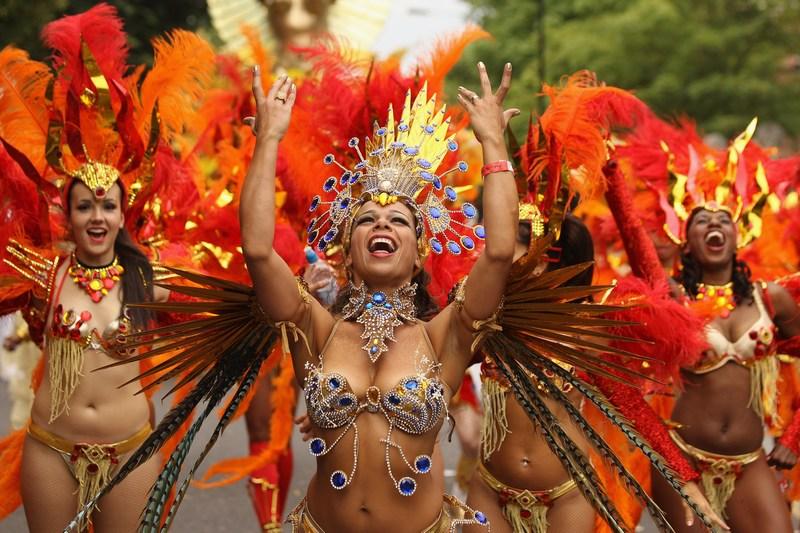 Лондон, Англия, 27 августа. Участницы 2-х дневного Ноттинг-Хиллского карнавала. Карнавал проводится с 1966 года и привлекает внимание свыше 1 млн зрителей. Фото: Oli Scarff/Getty Images