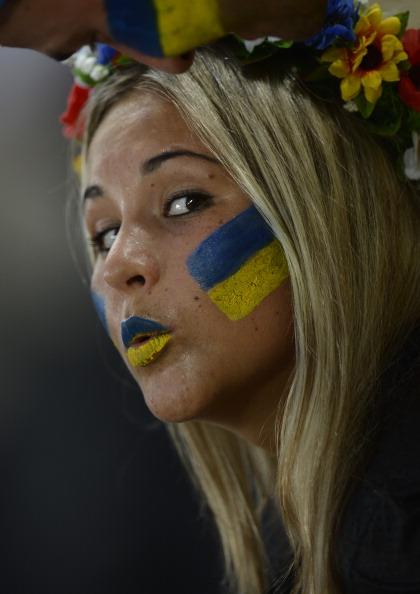 Прихильниця національної збірної України під час матчу Україна — Франція 15 червня 2012 року у Донецьку. Фото: FILIPPO MONTEFORTE/AFP/Getty Images