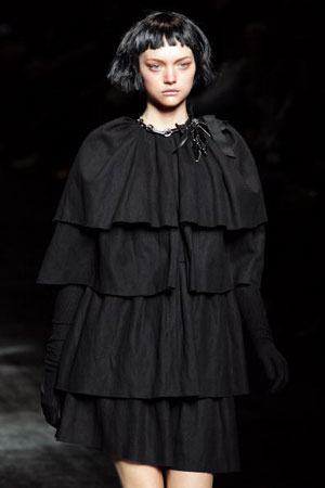 Альбер Эльбаз (Albert Elbaz) для Будинку моди Lanvin. Колекція ready-to-wear осінь-зима 2007/2008. Фото: PIERRE VERDY/AFP/Getty Images