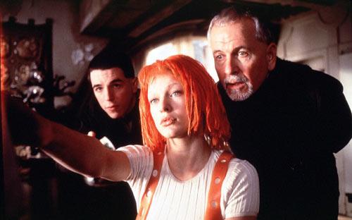 Подлинную популярность ей принесла роль в фантастической комедии Люка Бессонна Пятый элемент (1997). Фото: kinopoisk.ru