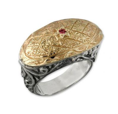 Кольцо от DAVID TISHBI: оксидированное серебро с золотым теснением и рубином. Фото: www.davidtishbi.com
