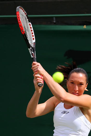 Лондон, Великобритания: Сербка Jelena Jankovic во время Уимблдонского турнира. фото: JOE KLAMAR/AFP/Getty Images