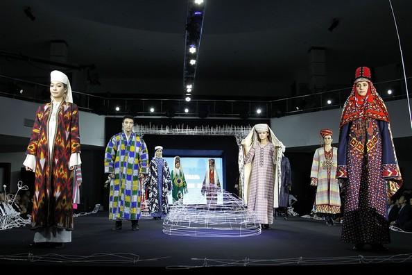 Узбецькі мотиви на Фестивалі національного одягу. Фото: Yves Forestier / Getty Images for Style.Uz Art Week