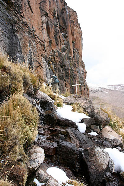 Виток Амазонки розташований в Перу і позначений лише дерев'яним хрестом. Фото: Jialiang Gao/en.wikipedia.org