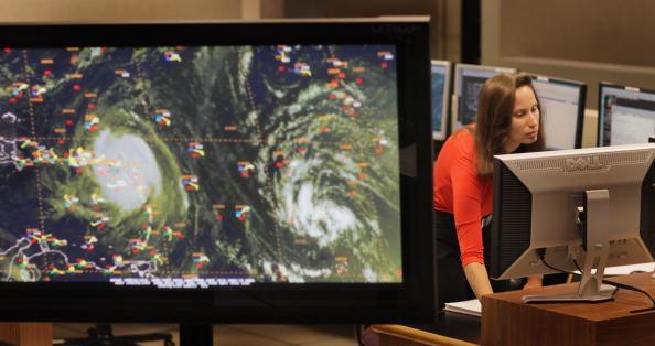 Ураган в Атлантиці «Ерл» досяг четвертого ступеня небезпеки. Фото: Joe Raedle/Getty Images