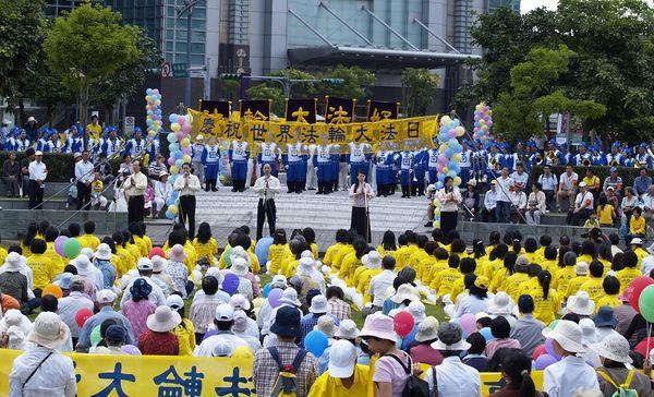 Святковий концерт, присвячений Всесвітньому дню Фалунь Дафа. Фото: Тан Бін/The Epoch Times