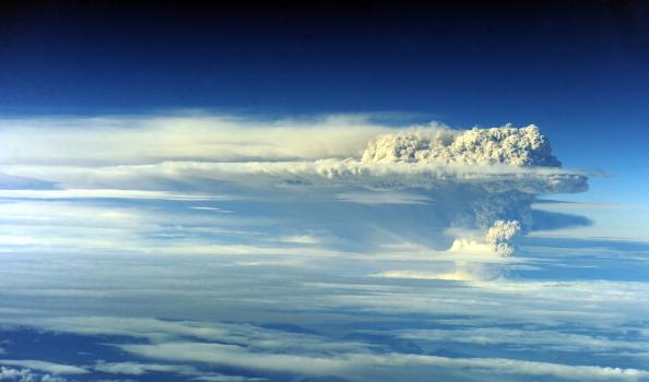 Извержение вулкана Пуйеуэ. Фото: CLAUDIO SANTANA/AFP/Getty Images