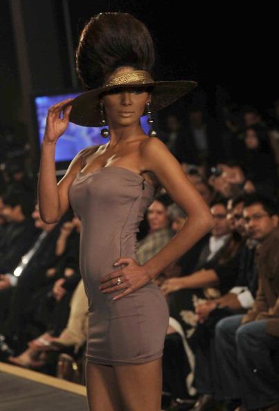 Презентація колекції від Mehdi на Тижні моди 2010 в Лахоре. Фото Arif Ali/AFP/Getty Images