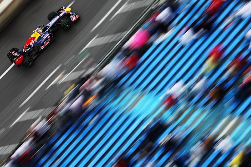 Монте-Карло, Монако, 24мая. Австралийский гонщик Марк Уэббер из команды Red Bull Racing выполняет заезд во время свободной практики перед началом «Гран-При Монако». Фото: Mark Thompson/Getty Images