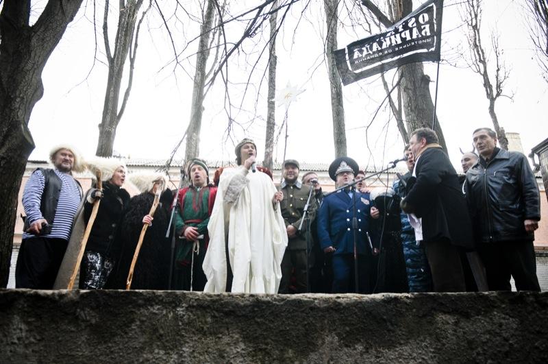 На честь Луценко біля Лук'янівського СІЗО провели вертеп. Фото: Володимир Бородін/The Epoch Times Україна