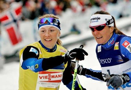 Фінка Вірпі Куйтунен (Virpi Kuitunen) і словенка Петра Майдіч (Petro Majdic) під час змагань. Фото: DANIEL SANNUM-LAUTEN/AFP/Getty Images