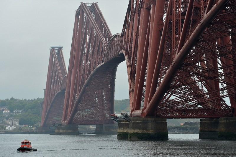 Эдинбург, Шотландия, 29 мая. Железнодорожный мост через залив Фёрт-оф-Форт внесён в Список объектов Всемирного наследия ЮНЕСКО. Фото: Jeff J Mitchell/Getty Images
