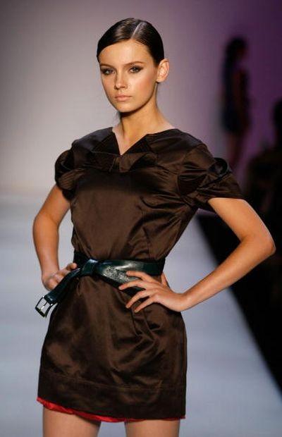 Женская коллекция BCBGMAXAZRIA на неделе моды MasterCard Luxury Week в Гонконге. Фото: Lucas Dawson/Getty Images