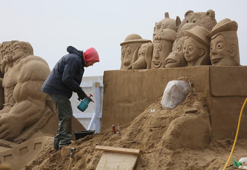«Історія іграшок». Майстер працює над створенням скульптури. Фото: Matt Cardy/Getty Images