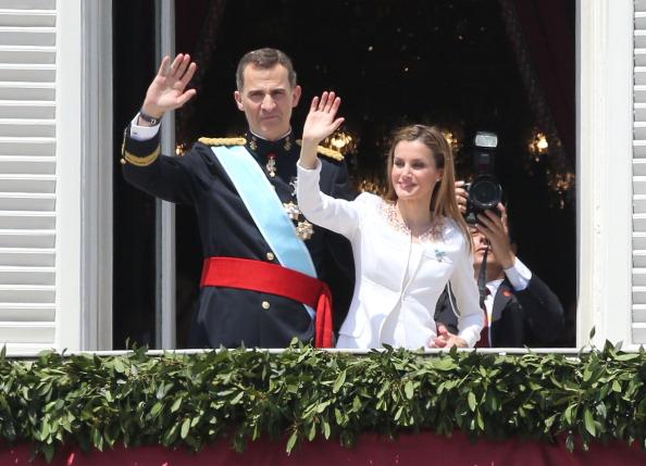 Новый король Испании Фелипе VI и его жена королева Летиция во время торжественной церемонии. Фото: Christopher Furlong/Getty Images