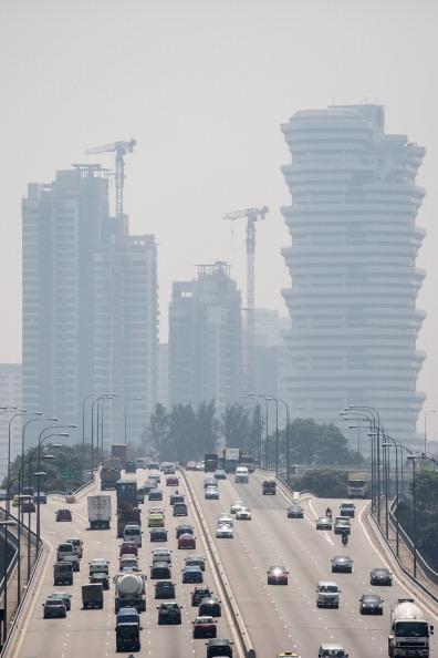 Багатоповерхівки Сінгапуру оповиті смогом. Фото: Chris McGrath/Getty Images