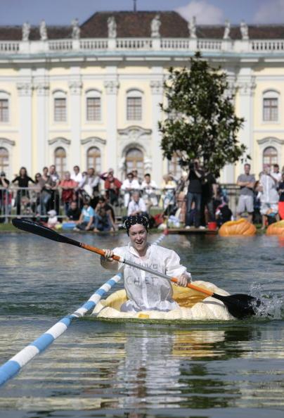 Самая большая выставка тыкв и тыквенные гонки проходят в Германии. Фоторепортаж. Фото: Ralph Orlowski/Getty Images