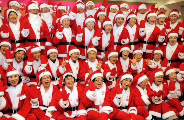 Пенсионеры планируют организовать благотворительные мероприятия в приютах для сирот по всей стране. Южная Корея. Фото: JUNG YEON-JE/AFP/Getty Images