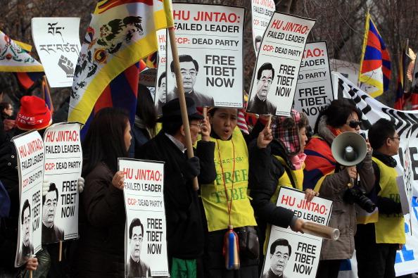 Візит Ху Цзіньтао супроводжувався численними протестами різних соціальних груп проти порушень прав людини в Китаї. Фото: Andrea Hayley / The Eoch Times