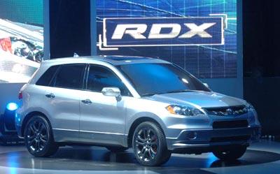 Акура (Acura) демонструє модель RDX 2007. Фото: Bryan Mitchell/Getty Images