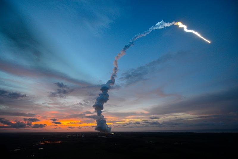 Космодром Куру, Французская Гвиана, 5 июня. Старт ракеты-носителя «Ариан-5» с космическим грузовиком ATV-4 «Альберт Эйнштейн». Фото: Stephane Corvaja/ESA via Getty Images