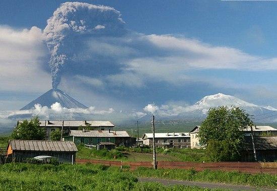 Фото: Краєвид виверження із с. Ключі/www.kamtravel.abdesign.ru
