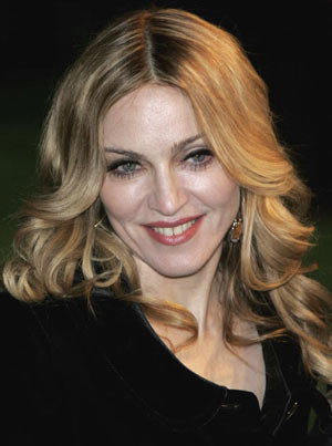 Мадонни (Madonna) на прем'єрі мультфільму «Артура і невидимки» (Артур і мініпути, Arhur and the Invisibles), Leicester Square, Лондон. Фото: Chris Jackson/Getty Images