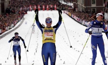 В жіночій гонці перемогла фінка Вірпі Куйтунен (Virpi Kuitunen). Фото: DANIEL SANNUM-LAUTEN/AFP/Getty Images