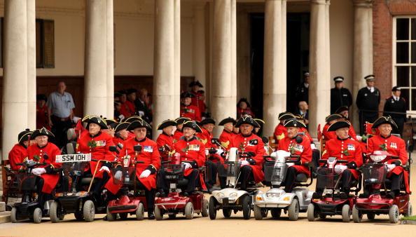 Пенсионеры «Челси» отпраздновали День основателя Королевской больницы. Фоторепортаж. Фото: Oli Scarff/Getty Images