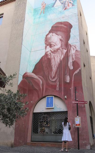 Портрет Нострадамуса на стене здания. Фото:Ирина Лаврентьева/Великая Эпоха