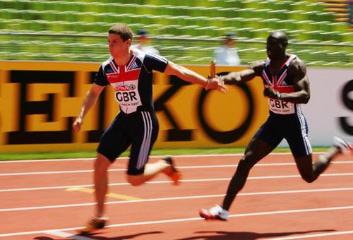 Мюнхен. Германия. Спортсмены из Великобритании Tyrone Эдгар (справа) и Craig Pickering (слева) во время Кубка Европы-2007 по лёгкой атлетике.  Фото: Ian Walton/Getty Images