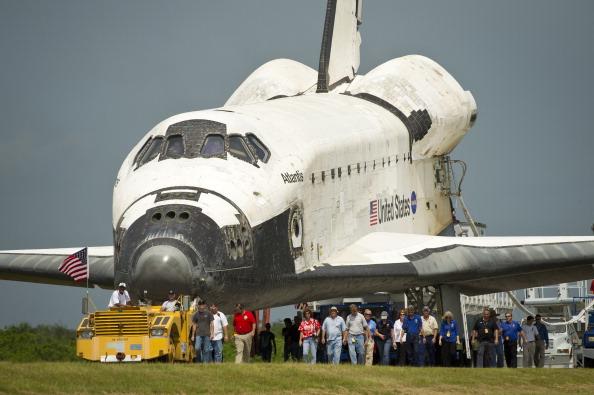 Шаттл «Атлантис» доставляется в ангар. Фото: Bill Ingalls/NASA via Getty Images