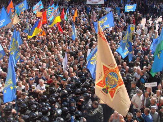 Штурм Верховной Рады удался: депутаты обещают пересмотреть законопроект. Фото: pravda.com.ua