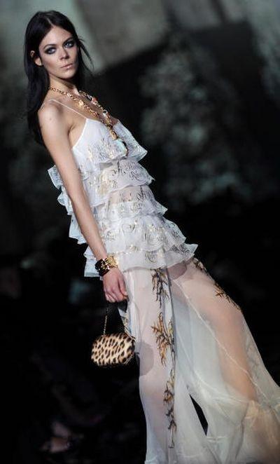Показ весенне-летней коллекции Roberto Cavalli в рамках Недели высокой моды в Милане. Фото: FILIPPO MONTEFORTE/AFP/Getty Images